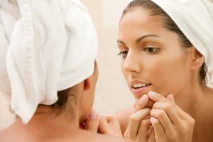 lower-lip-side-acne