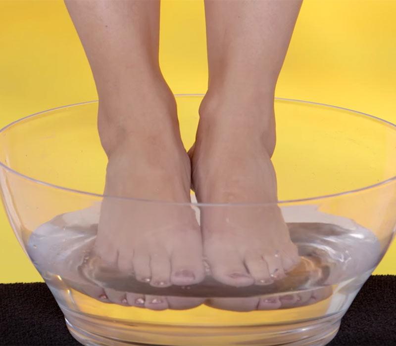 apple-cider-vinegar-soak-feet-1